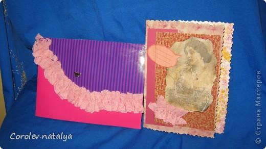 Вот,сделала три открыточки,почему три... потому что было три ,одну даже сфоткать не дали, отобрали и подарили.я вам на словах объясню - третья была сделана клатчем,только желтеньким и более строгая,но стильная.Спасибо Сашеньке(kaktus)  за её АТСки с клатчами!Вот поэтому я и не болею АИСками,я в них идеи для открыточек черпаю!Спасибо всем за идейки!!!! фото 1