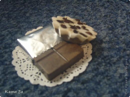 Решила немножко помыловарить. Получилась кофейная шоколадка и кексик.