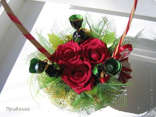Новые подарочные корзиночки с цветами и конфетами. фото 7