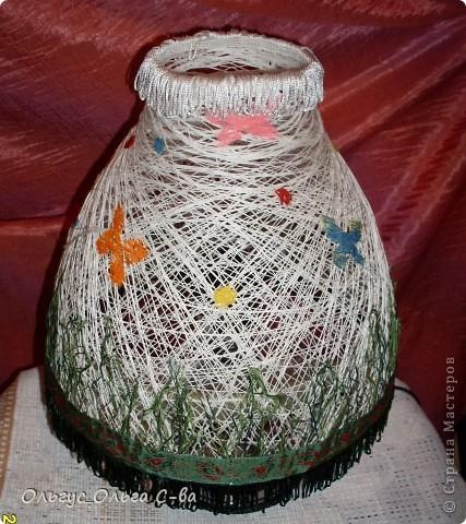 Вот такой абажур сделала для торшера подруги взамен разбитого. Т.к. основание лампы с собой не брала, то сфотографировала абажур на свом маленьком торшерчике. Не обращайте внимание на несоответствие верха и низа лампы :-). фото 4