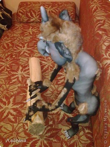 Принимайте сказку на ночь))) Нос изогнут наподобье рыболовного крючка, Руки, ноги - точно сучья, устрашат и смельчака. Злобно вспыхивая, очи в черных впадинах горят, Даже днем, не то что ночью, испугает этот взгляд. Он похож на человека, очень тонкий и нагой, Узкий лоб украшен рогом в палец наш величиной. У него же в пол-аршина пальцы на руках кривых, - Десять пальцев безобразных, острых, длинных и прямых  фото 12