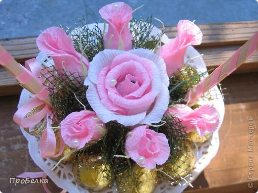Новые подарочные корзиночки с цветами и конфетами. фото 5