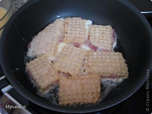 Для приготовления понадобится:  Мясо для фарша 0,5 кг (свинина+ говядина) Лук репчатый 2 шт. средние Яйцо 6 шт. Соль Перец молотый Коржи вафельные (лучше приямоугольные) Масло раст.   фото 7