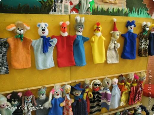 """Здесь представлены авторские работы мастериц 8-12лет объединения """"Мягкая игрушка и сувенир"""". Эти """"Сказочные персонажи"""" мы используем для показа мини-театрализованных представлений, что способствует раз- ностороннему развитию детей. фото 5"""