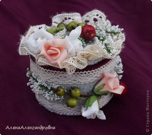 Пока была у мамы в гостях, сделала такую шкатулочку из бобины от скотча. МК http://scrap-info.ru/myarticles/article_storyid_425.html фото 3