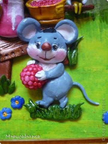 """Творчество М Федотовой """"зацепило"""" меня всерьез))).Этого мишку слепила давно из остатков теста.Решила пока оставить кото-мышиную тему и довести медведя до ума(жалко его стало,лежит бедненький брошеный,нераскрашенный)))).Долепила  картинку,раскрасила и делюсь с вами результатом!Размер работы 21 на 30 фото 5"""