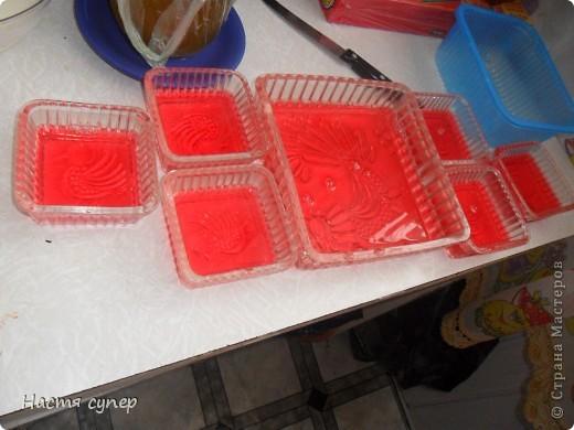 Здравствуйте всем.Сегодня я бы хотела показать мой рецепт трехслойного желе.Для начало нам понадобится: 4 пакетика желе(по 2 одинаковых), сметана,сахар,желатин. фото 14
