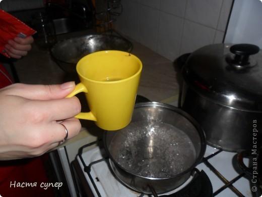 Здравствуйте всем.Сегодня я бы хотела показать мой рецепт трехслойного желе.Для начало нам понадобится: 4 пакетика желе(по 2 одинаковых), сметана,сахар,желатин. фото 9