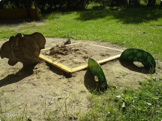 Просто хочу поделиться оформлением наших участков и оформлением клумб вокруг садика. Идеи не мои и сделаны даже не мною (я в отпуске была) Может быть кому то и пригодится ))) фото 3