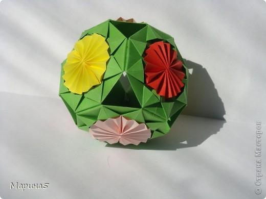 Всем здравствуйте! Эти кусудамы из книги Origami Kusudama - Tomoko Fuse. фото 9