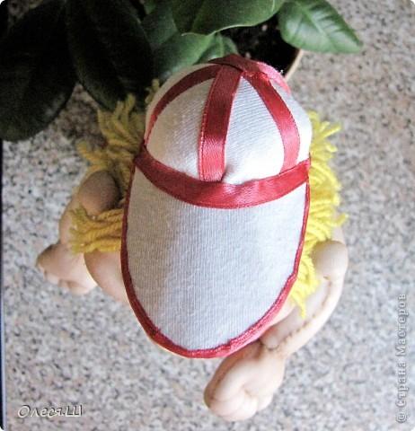 Ура! Сделала первую каркасную куклу)))) Сделала на ДР сыну ему скоро 2 года. Сначала хотела сделать мальчика в пижамке и с машинкой, но когда собрала и кукла предстала передо мной голенькая, то поняла, что характер куклы совсем не тот. Поэтому думала, думала и решила сделать баскетболиста. Мой сын очень любит эту игру и не смотря на свой юный возраст, пытается уже играть)))) фото 8