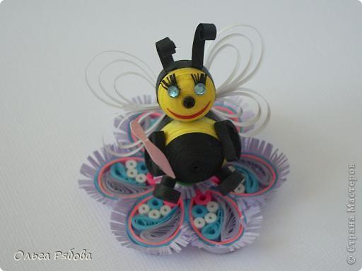 """Такую пчелку с ложкой я сделала для участия в квиллинг-задании №2 """"Крылья лета"""".Цветок я сделала для задания № 1(кстати,с ним я победила в номинации""""Хомопомрачительно"""") фото 2"""