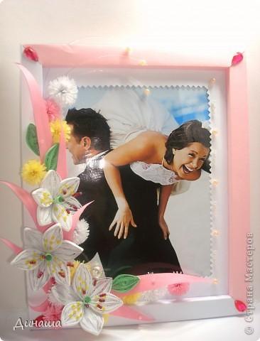 На этот раз прямоугольная рамочка с лилиями для свадебного фото. фото 1