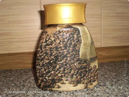 Вот такая кофейная баночка в комплект к термосу. Уж очень мне эта салфеточка понравилась. фото 1