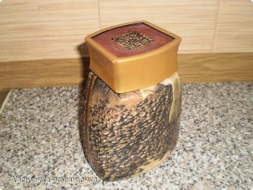 Вот такая кофейная баночка в комплект к термосу. Уж очень мне эта салфеточка понравилась. фото 4