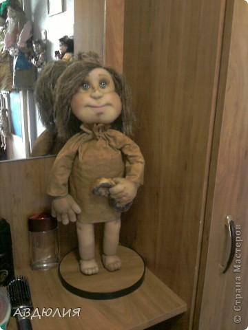 рост 46см ( не хотят у меня куклы совсем маленькими получаться) ! Очень захотелось себе такую замарашку сделать , поэтому не поехала искать мешковину , а сделала платье из бязи и тонировала его кофе+корица+ванилин+ПВА! фото 5