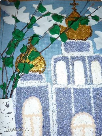 Работа детей воскресной школы. Выполнена на канве из крашеной крупы и яичной скорлупы. Работа была сделана к празднику Троицы. Детям и всем прихожанам очень понравилось. фото 3