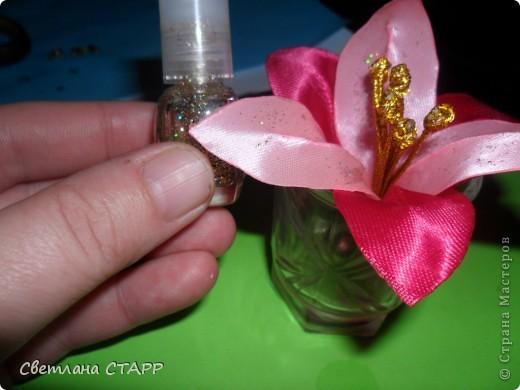 Беру 6 квадратиков ленты такого цвета,какой будет лилия(моя сегодня будет 2-х цветов) и 3 зеленых фото 26