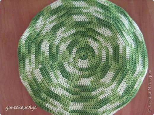 Беретик для племянницы под жёлтый плащ и зелёные ботики.  фото 3