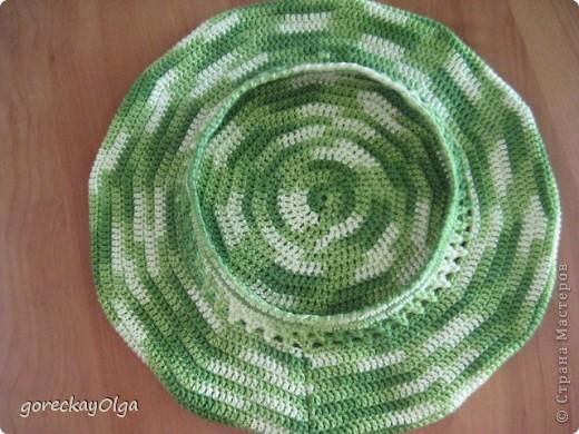 Беретик для племянницы под жёлтый плащ и зелёные ботики.  фото 4