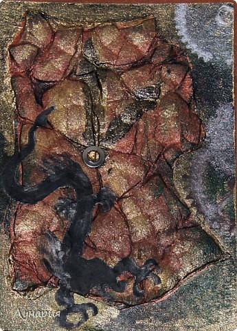 """Серия карточек """"Время драконов"""" (пока без обмена)  А за горами, за морями, далеко, Где люди не видят, и боги не верят. Там тот последний в моем племени легко Расправит крылья - железные перья, И чешуею нарисованный узор Разгонит ненастье воплощением страсти, Взмывая в облака судьбе наперекор, Безмерно опасен, безумно прекрасен. И это лучшее не свете колдовство, Ликует солнце на лезвии гребня, И это все, и больше нету ничего - Есть только небо, вечное небо.  (Отрывок из песни """"Дракон"""" группы Мельница) фото 4"""