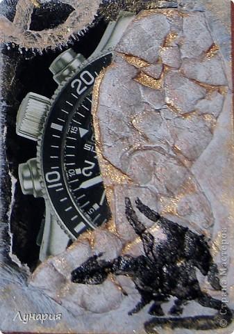 """Серия карточек """"Время драконов"""" (пока без обмена)  А за горами, за морями, далеко, Где люди не видят, и боги не верят. Там тот последний в моем племени легко Расправит крылья - железные перья, И чешуею нарисованный узор Разгонит ненастье воплощением страсти, Взмывая в облака судьбе наперекор, Безмерно опасен, безумно прекрасен. И это лучшее не свете колдовство, Ликует солнце на лезвии гребня, И это все, и больше нету ничего - Есть только небо, вечное небо.  (Отрывок из песни """"Дракон"""" группы Мельница) фото 9"""