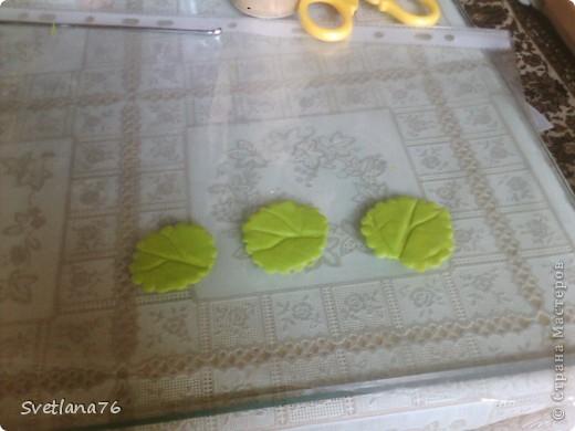 Лепим три листочки меньшего размера чем основные. фото 1