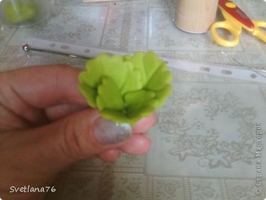 Лепим три листочки меньшего размера чем основные. фото 2