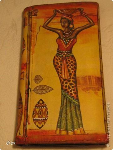 Это - обложка для электронной книги и кошелёк , делала для сестры, салфеточки из которых делать выбирала она сама  , а за салфеточки большое спасибо Ирине  http://stranamasterov.ru/user/48665 фото 5