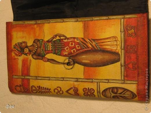 Это - обложка для электронной книги и кошелёк , делала для сестры, салфеточки из которых делать выбирала она сама  , а за салфеточки большое спасибо Ирине  http://stranamasterov.ru/user/48665 фото 6
