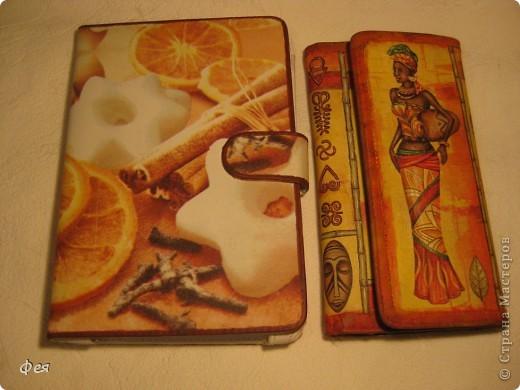 Это - обложка для электронной книги и кошелёк , делала для сестры, салфеточки из которых делать выбирала она сама  , а за салфеточки большое спасибо Ирине  http://stranamasterov.ru/user/48665 фото 1