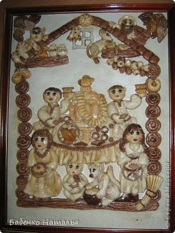 Вот такая картина-ключница,по мотивам работ Ларисы Ивановой,у меня получилась.Внизу будут прикручены пять крючков,для ключей всех членов семьи,они все изображены на этой картине.Хотелось сделать и картину и оберег и ключницу,три в одном. фото 4