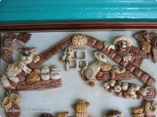 Вот такая картина-ключница,по мотивам работ Ларисы Ивановой,у меня получилась.Внизу будут прикручены пять крючков,для ключей всех членов семьи,они все изображены на этой картине.Хотелось сделать и картину и оберег и ключницу,три в одном. фото 2