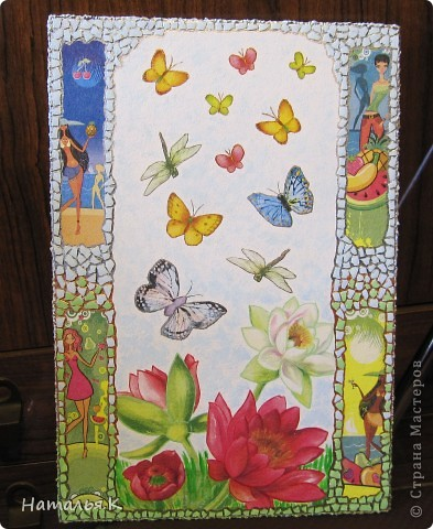 Мне захотелось собрать как можно больше красок лета: цветы с кружащими над ними стрекозами и бабочками, фрукты, девушек на пляже. Получилось вот такое панно. фото 2