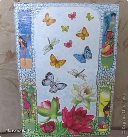 Мне захотелось собрать как можно больше красок лета: цветы с кружащими над ними стрекозами и бабочками, фрукты, девушек на пляже. Получилось вот такое панно. фото 1
