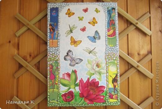 Мне захотелось собрать как можно больше красок лета: цветы с кружащими над ними стрекозами и бабочками, фрукты, девушек на пляже. Получилось вот такое панно. фото 4