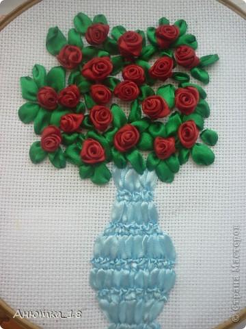 Задумка была совсем другая, но что получилось, то получилось. В этой работе мне всех больше нравится вазочка, а вот розы разочаровали. Что-то здесь не хватает, не подскажете? Буду рада любым подсказкам! фото 1