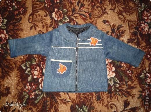 Джинсовая куртка на подкладе с синтепоном. Сшито из ворсованных джинс