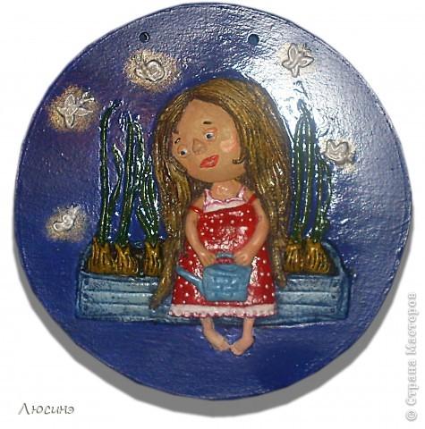 Очень полюбились девочки и мальчики украинской художницы Евгении Гапчинской. Невозможно удержаться, чтобы не повторить её работ. Основа гипсовая, техника выполнения здесь: http://stranamasterov.ru/node/218122. Ещё не покрыта лаком. фото 3