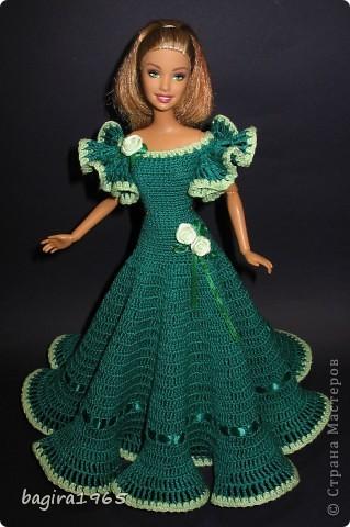 Получив волшебный пендель от своей сестры, я наконец-то решила предложить вашему вниманию, дорогие мастерицы, коллекцию одежды, изготовленной мною для своих любимых куколок. Все куколки имеют имена, и в моей коллекции остались, потому что очень мне приятны и дороги.  Первая моя девочка, и первое платье, связанное после того, как я узнала, что существует очень много людей с такой же страстной любовью к куклам.  Катя. фото 6