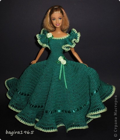 Получив волшебный пендель от своей сестры, я наконец-то решила предложить вашему вниманию, дорогие мастерицы, коллекцию одежды, изготовленной мною для своих любимых куколок. Все куколки имеют имена, и в моей коллекции остались, потому что очень мне приятны и дороги.  Первая моя девочка, и первое платье, связанное после того, как я узнала, что существует очень много людей с такой же страстной любовью к куклам.  Катя. фото 7