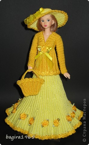 Получив волшебный пендель от своей сестры, я наконец-то решила предложить вашему вниманию, дорогие мастерицы, коллекцию одежды, изготовленной мною для своих любимых куколок. Все куколки имеют имена, и в моей коллекции остались, потому что очень мне приятны и дороги.  Первая моя девочка, и первое платье, связанное после того, как я узнала, что существует очень много людей с такой же страстной любовью к куклам.  Катя. фото 13