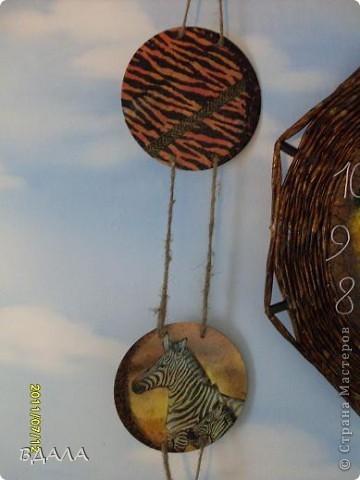Поделка изделие Декупаж Плетение ЧАСЫ-ПАННО Бумага газетная Диски компьютерные Картон Проволока Салфетки Скорлупа яичная фото 5