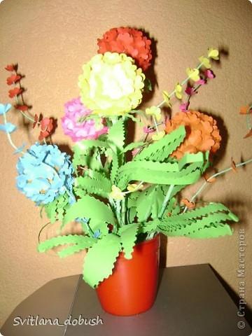 Основа цветка-теннисные шарики.Цветочки вырезанные фигурным дыроколом,-а дальше фантазия)) фото 3