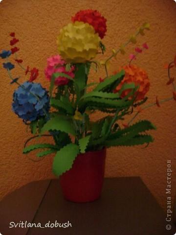 Основа цветка-теннисные шарики.Цветочки вырезанные фигурным дыроколом,-а дальше фантазия)) фото 2