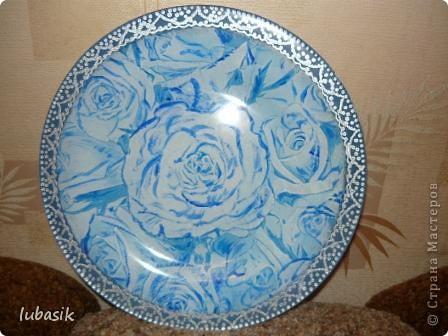 Понравилась салфетка с синими розами. Но рисунок был бледноват, поэтомуя подкрасила его немного акриловыми красками, перед тем как клеить. фото 2
