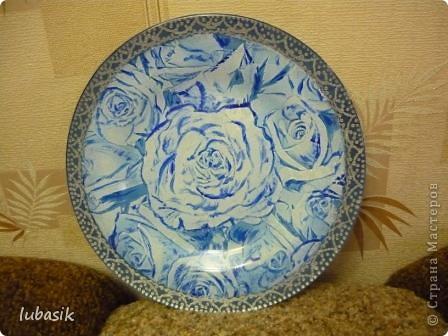 Понравилась салфетка с синими розами. Но рисунок был бледноват, поэтомуя подкрасила его немного акриловыми красками, перед тем как клеить. фото 1