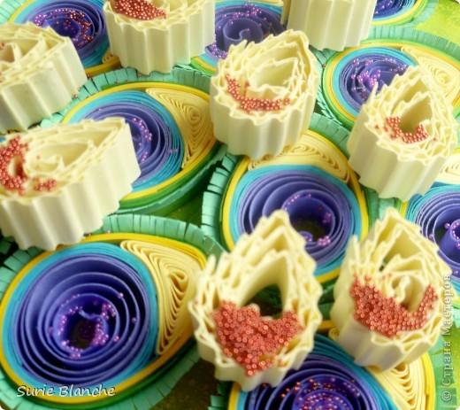 Изначально это задумывалось павлином. Но получилось чертечто))  Фон делала так - губкой размыла желто-зеленый цвета, на зубную щетку нанесла желтую краску и разбрызгала сверху.  фото 2