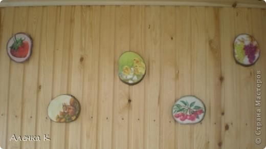 Стена в летней комнате мне показалась пустоватой, решила украсить такими панно. фото 1
