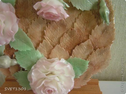 Когда лепила бонсай ,приходилось долго ждать пока высохнут какие то от него элементы. И поэтому параллельно лепила вот это панно с розами.   фото 3